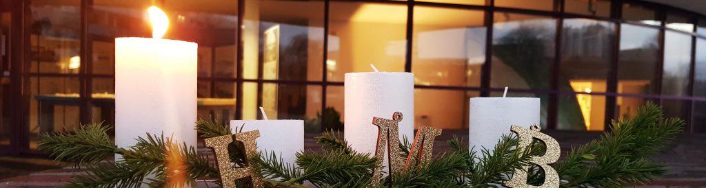 Adventsgesteck mit Kerzen