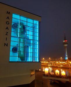 Museum-Magazim blau erleuchtet