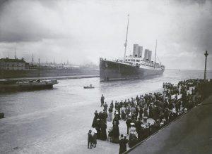 Einlaufendes Schiff